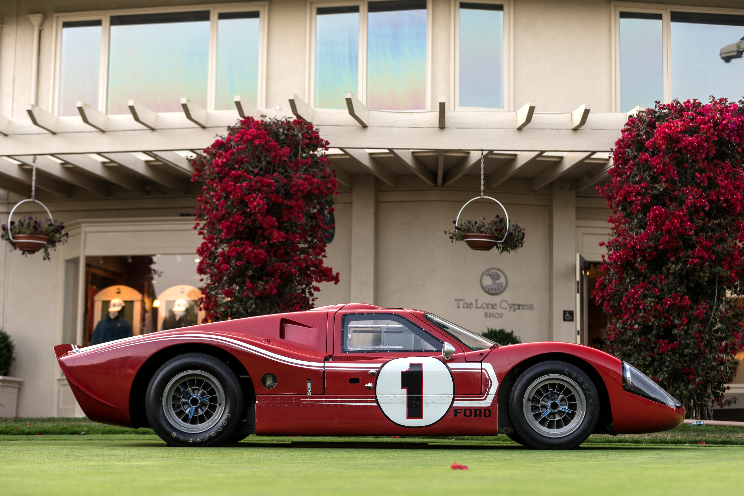 081-Ford-GT40-MKIV